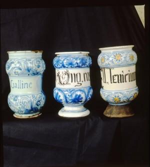 Antica Farmacia di Cocconato, poi Bacolla, albarelli, 1998 © Regione Piemonte