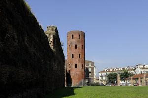 Scorcio della Porta Palatina (2). Fotografia di Paolo Gonella, 2010. © MuseoTorino.