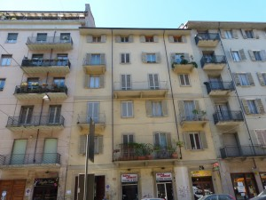 Edificio ad uso abitazione, negozi, magazzino in Via Luigi Cibrario 25
