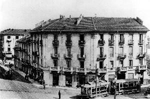La casa nel 1925 prima della sopraelevazione.
