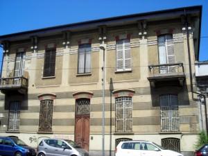 Ex Opificio Venchi – Ex Opificio Militare. Particolare del fabbricato in via Fontanesi. Fotografia di Silvia Bertelli.