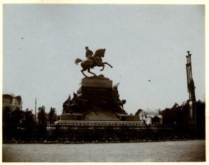 Davide Calandra, Monumento ad Amedeo di Savoia, 1902. Fotografia di Mario Gabinio, 1902. © Fondazione Torino Musei - Archivio fotografico.
