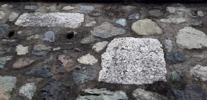Pietra con incisa data 1760