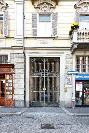 Portone nell'isolato dell'ex Ghetto ebraico, via San Francesco da Paola 12. Fotografia di Mattia Boero, 2010. © MuseoTorino