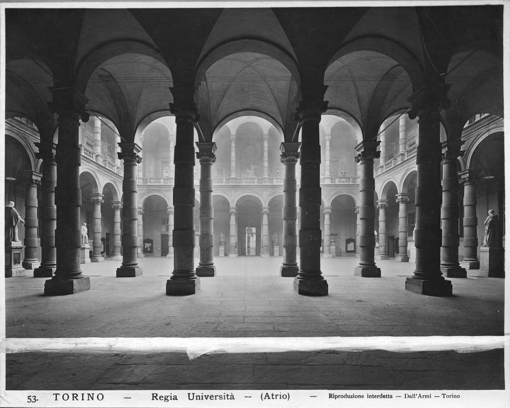 Cortile del palazzo dell 39 universit degli studi museotorino for Disegni del mazzo del cortile anteriore