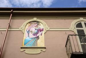 Vito Navolio, Francesca Nigra, Omaggio al Liberty, 2016, via Locana/via Musinè, MAU Museo Arte Urbana. Fotografia di Roberto Cortese, 2017 © Archivio Storico della Città di Torino