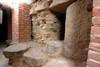 Un particolare dei basoli conservati nell'apertura del fornice settentrionale, © Soprintendenza per i Beni Archeologici del Piemonte e del Museo Antichità Egizie.