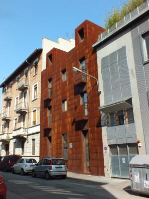 Parmatrentatré, edificio di civile abitazione in via Parma 33
