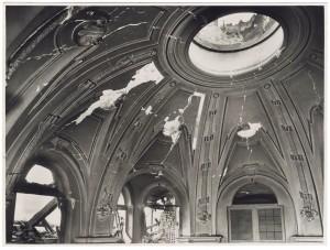 """Vicolo di Santa Maria, """"Chiesa di Santa Maria di Piazza.[…]. Effetti prodotti dai bombardamenti dell'incursione aerea del 20-21 novembre 1942. UPA 1776_9B01-15. © Archivio Storico della Città di Torino"""