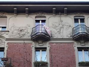 Corso Umbria 4, 6, particolare della facciata. Fotografia di Fabrizio Diciotti, 2014
