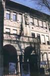 Scuola elementare Santarosa, facciata principale con intitolazione. © Archivio della scuola