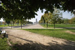 Il parco Cavalieri di Vittorio Veneto (già piazza d'Armi), sullo sfondo la torre Maratona riqualificata. Fotografia di Roberto Goffi, 2010. © MuseoTorino