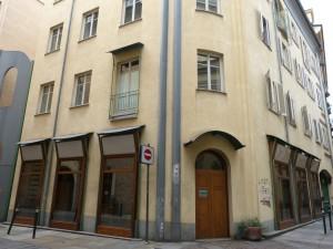 Edificio ad uso abitazione e negozi in via Cappel Verde 7
