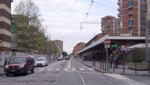 """Quartiere popolare Q16 """"Vittorio Veneto"""" con tettoia supermercato. Fotografia di Luca Davico, 2017"""