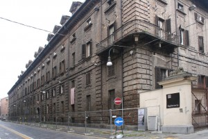 Il prospetto tardoseicentesco su Via Verdi a chiusura dei due cortili meridionali. Fotografia di Enrico Lusso per Museo Torino.