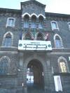 Caserma Dogali poi Alessandro La Marmora. Ingresso principale su via Asti. Fotografia di Andrea Bruno jr.