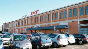 Ex Incet, spaccio abbigliamento Facit, via Cigna 96. Fotografia di Luca Davico