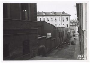 Scuola Edmondo De Amicis, Via San Giuseppe Beato Cottolengo 45. Effetti prodotti dai bombardamenti dell'incursione aerea del 13 luglio 1943. UPA 3620_9E01-07. © Archivio Storico della Città di Torino/Archivio Storico Vigili del Fuoco