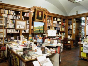 Libreria Fogola/Dante Alighieri, vista interno, Fotografia di Marco Corongi, 2003 ©Politecnico di Torino