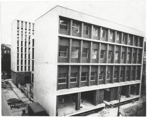 Il nuovo edificio della Biblioteca civica, gli ultimi ritocchi, 1960 circa. Biblioteca civica Centrale © Biblioteche civiche torinesi
