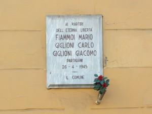 Lapide sulla Caserma Cernaia in memoria di Mario Fiammoi e Carlo e Giacomo Giglioni. Fotografia di Paola Boccalatte, 2014. © MuseoTorino