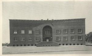 Prospetto principale dell'ex centro rionale Giovanni Porcù del Nunzio (da «Architettura», n. 4, aprile 1940).