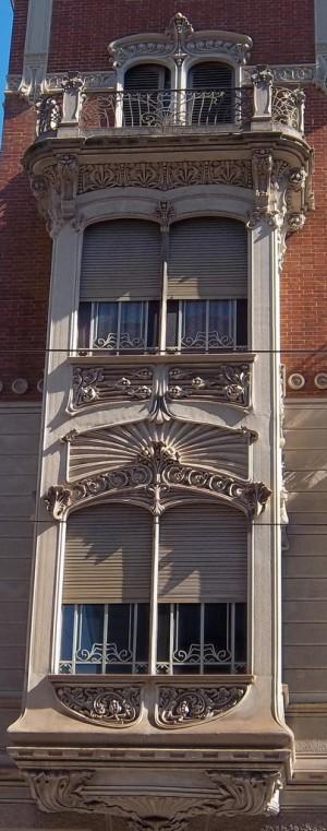 Pietro Fenoglio, Casa Girardi, 1906, particolare del bow-window. Fotografia L&M, 2011.