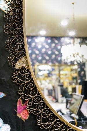 Profumeria Tina Bigiotteria, particolare della cornice dello specchio, 2018 © Archivio Storico della Città di Torino