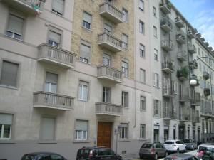 Edificio di civile abitazione e negozi in via dei Mille 26