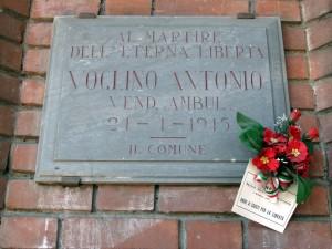 Lapide dedicata a Voglino Antonio (1897 - 1945)