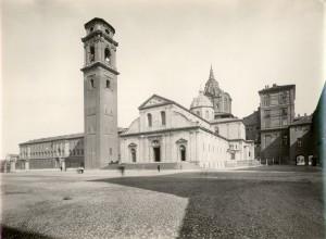 Piazza San Giovanni e Duomo visti da ovest. Fotografia di Mario Gabinio, 1929. © Fondazione Torino Musei - Archivio fotografico