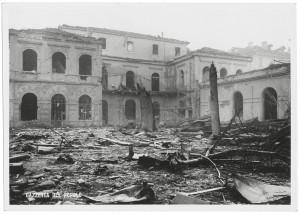 Regia Università, Facoltà di Magistero, Via della Cittadella 3. Effetti prodotti dai bombardamenti dell'incursione aerea del 9 dicembre 1942. UPA 3021D_9D02-39. © Archivio Storico della Città di Torino