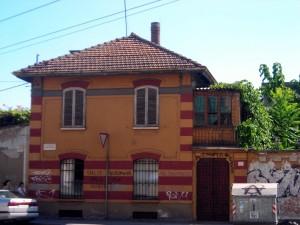 Ex magazzino militare, già gallettificio. Ingresso da via Modena. Fotografia di Silvia Bertelli.