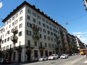 Edificio di civile abitazione e negozi in Via Luigi Cibrario 21