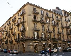 Casa di abitazione corso Vercelli 110 angolo via Verres 13