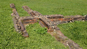 Resti delle mura romane presso la Porta Palatina. Fotografia di Plinio Martelli, 2010. © MuseoTorino.