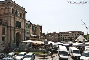 Mercato presso Porta Navina, Moncalieri. Fotografia di Tina Rossi, 2015 © Città di Torino Area Commercio e Attività Produttive