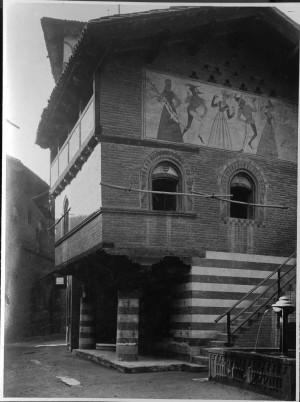 Borgo medievale, casa di Lagnasco, effetti dei bombardamenti. Fondazione Torino Musei, Archivio fotografico. © Fondazione Torino Musei
