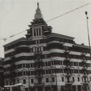 Le Torri Rivella di V.E. Ballatore di Rosana, 1929, edificio Est. Fotografia tratta  da: Beni culturali ambientali nel Comune di Torino, 1984, p. 437.