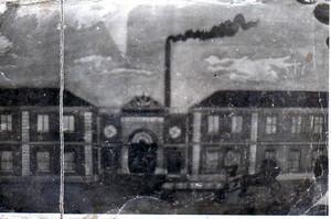 Lo stabilimento a fine Ottocento.Riproduzione fotografica novecentesca di un dipinto, in cui compaiono anche parti dell'edificio mai edificate.© MuseoTorino