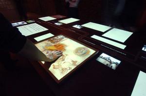 Dettaglio del tavolo multimediale. © Museo Diffuso della Resistenza, della Deportazione, della Guerra, dei Diritti e della Libertà