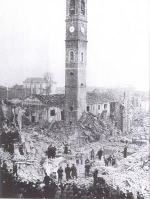 Incursione dell'8 dicembre 1942, ciò che resta della chiesa della Madonna di Campagna. © Archivio Storico AMMA