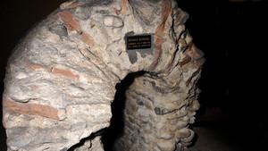 Particolare della volta di copertura del condotto fognario di età romana nel parcheggio sotterraneo di via Roma (2). Fotografia di Plinio Martelli, 2010. © MuseoTorino.