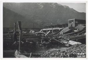 Villar Perosa (Torino) s.l. Stabilimento RIV. Effetti prodotti dai bombardamenti dell'incursione aerea del 3 gennaio 1944. UPA 4322_9E05-13. © Archivio Storico della Città di Torino/Archivio Storico Vigili del Fuoco