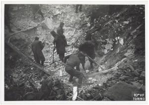 Via San Quintino 23. Effetti prodotti dai bombardamenti dell'incursione aerea del 4-5 febbraio 1943: crollo del ricovero. UPA 3329_9D05-11. © Archivio Storico della Città di Torino/Archivio Storico Vigili del Fuoco