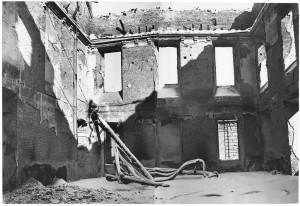 Via Po, Regia Università. Effetti prodotti dai bombardamenti dell'incursione aerea dell'8-9 dicembre 1942. UPA 2675D_9F02-36. © Archivio Storico della Città di Torino