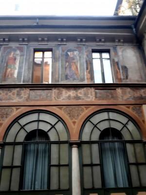 Trompe l'oeil e facciate dipinte, Palazzo Scaglia di Verrua, interno cortile. Fotografia di Raffaele Palma, 2020