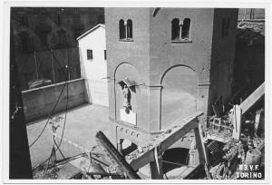 Chiesa San Giovanni Evangelista, Corso Vittorio Emanuele II angolo Via Madama Cristina. Effetti prodotti dai bombardamenti dell'incursione aerea del 12-13 agosto 1943. UPA 3916_9E03-22. © Archivio Storico della Città di Torino