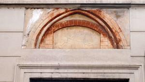 Una finestra medievale in via Conte Verde. Fotografia di Plinio Martelli, 2010. © MuseoTorino.