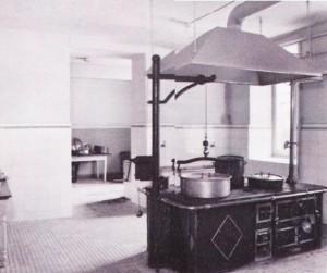 L'antica cucina della R. Questura (da: GRUPPO STUDI GALLERIE STORICHE DI TORINO, p. 122).